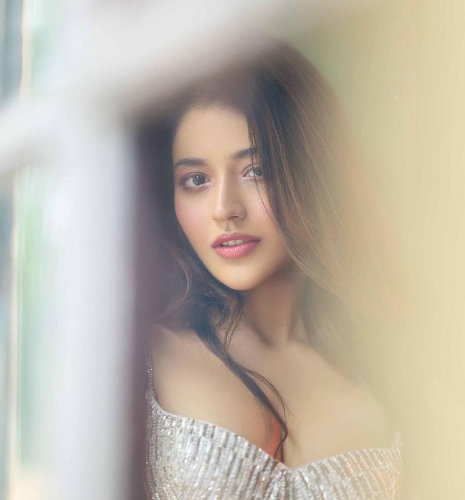 actress priyanka jawalkar photoshoot gallery