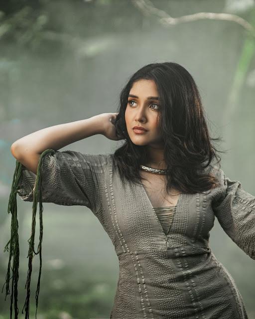 Mallu Teen Actress Anikha Surendran Latest Photoshoot Stills