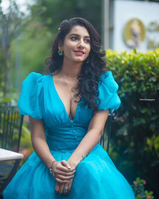 Tollywood Anchor Vishnu Priya at Web Series Trailer Launch