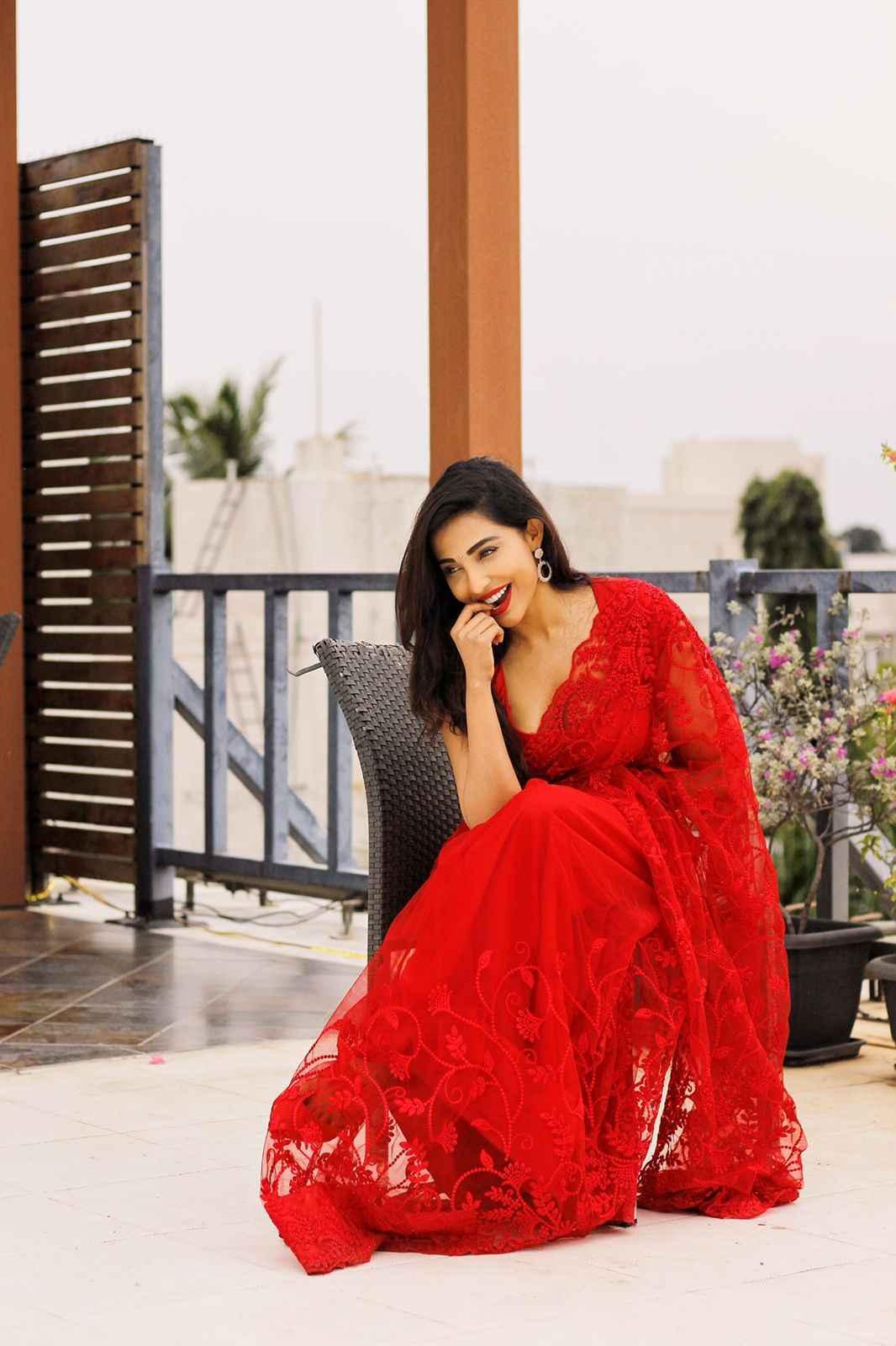 Red Hot Sizzling Saree Stills Mallu Actress Parvati Nair